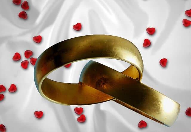 Verlobungsring: die 10 wichtigsten Fragen rund um das Zeichen der ewigen Liebe