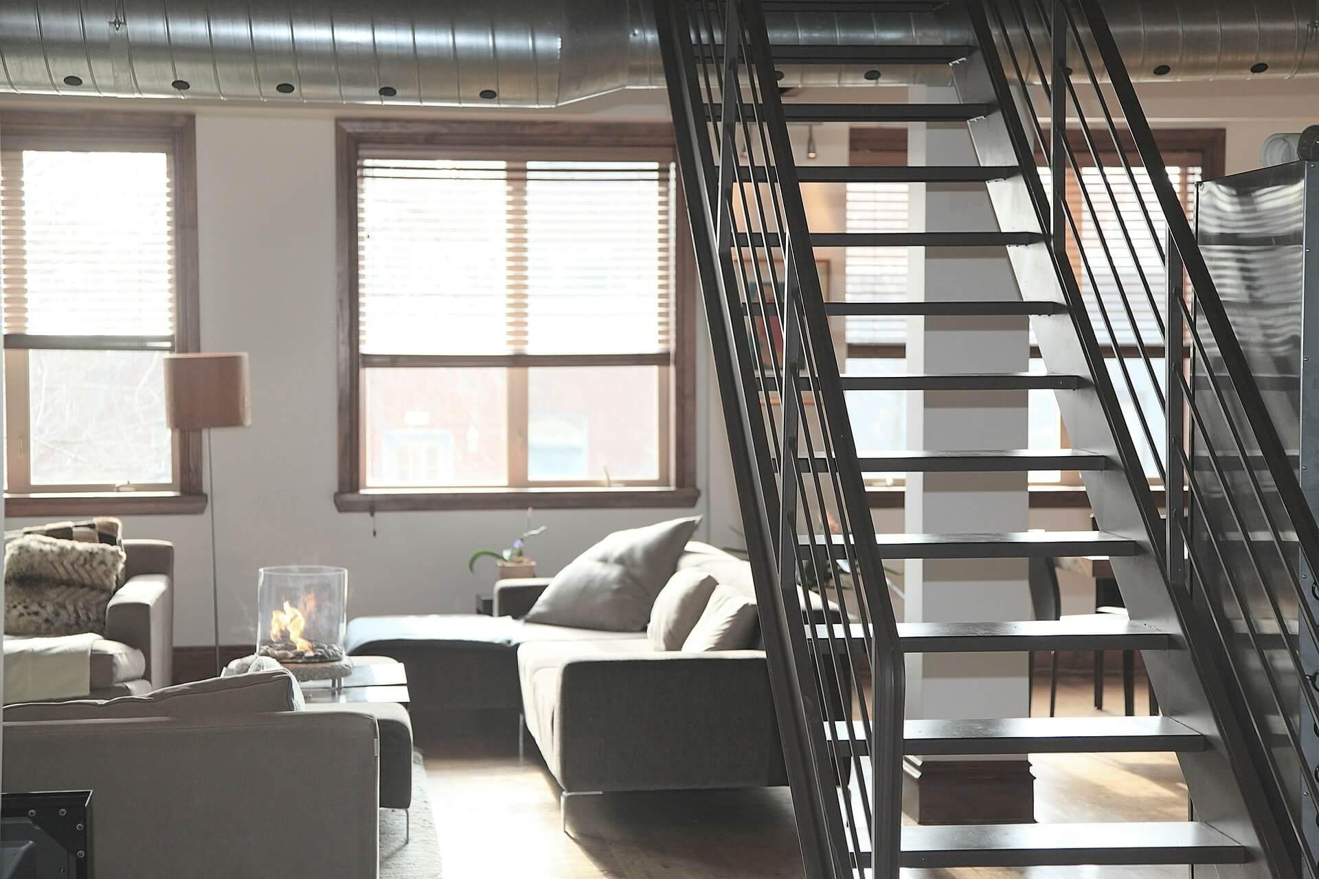Nicht immer kann ein Wohnraum durch große Fensterflächen ausreichend beleuchtet werden. Bildquelle: pixabay, © Life-Of-Pix, CC0 Public Domain