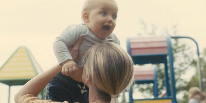 Blubbern am Bäuchlein: Zufriedenheit für Baby und Eltern [Sponsored Video]