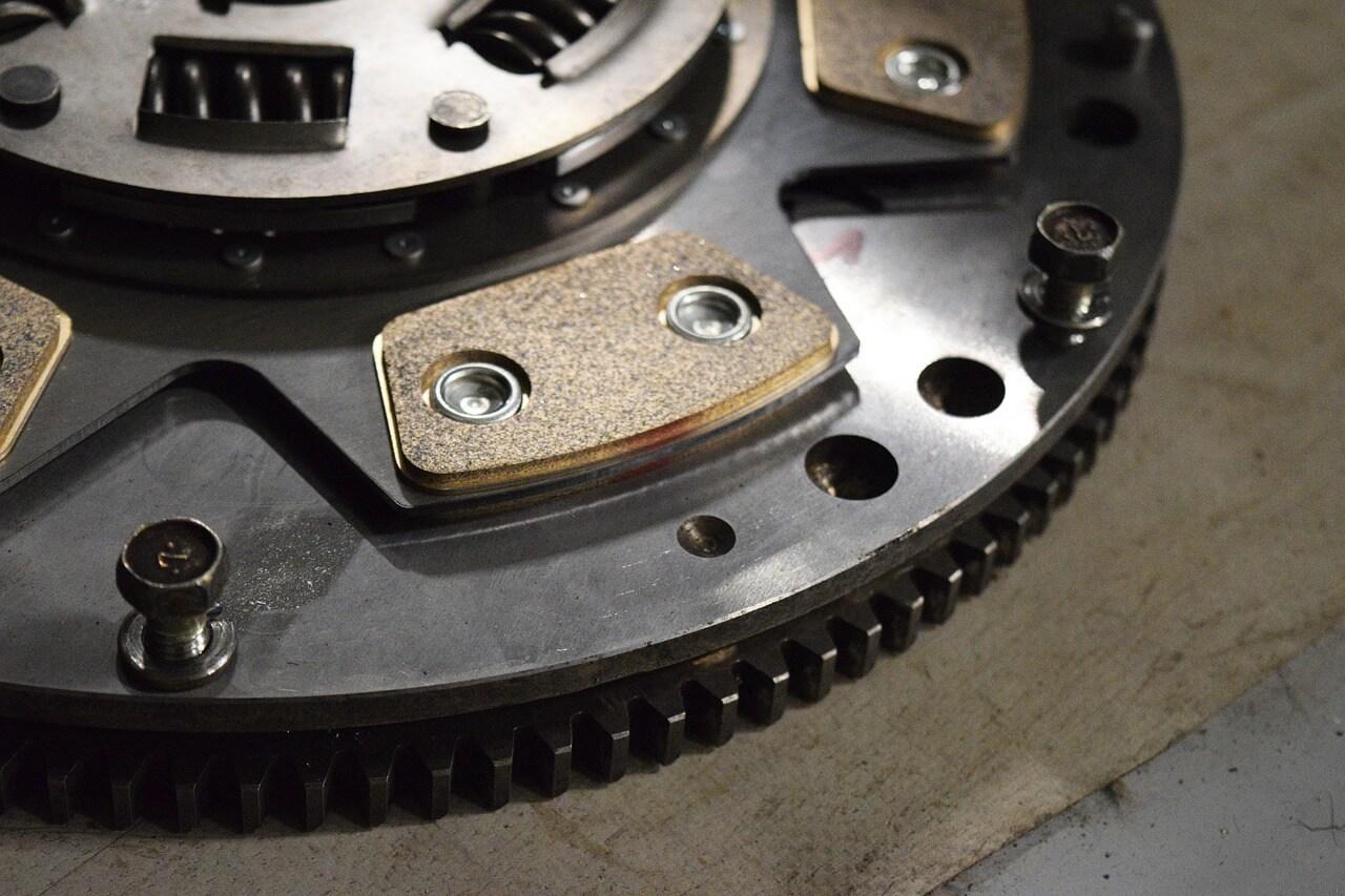 Werkstatt oder DIY? Welche Vorteile hat die Eigenmontage und der Selbstkauf von Autoteilen?