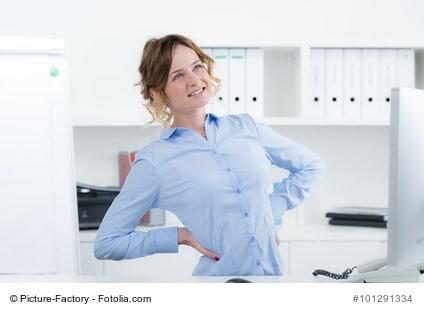 Rückenprobleme durch Büroarbeit: So richten Sie Ihren Arbeitsplatz ergonomisch ein
