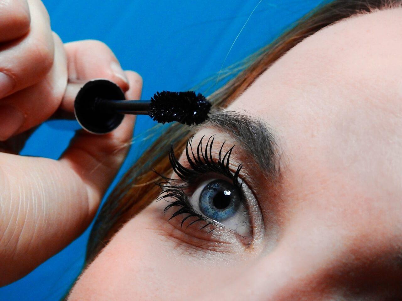 Ein bezaubernder Augenaufschlag dank Wimpernserum: Anwendung, Tipps und Tricks