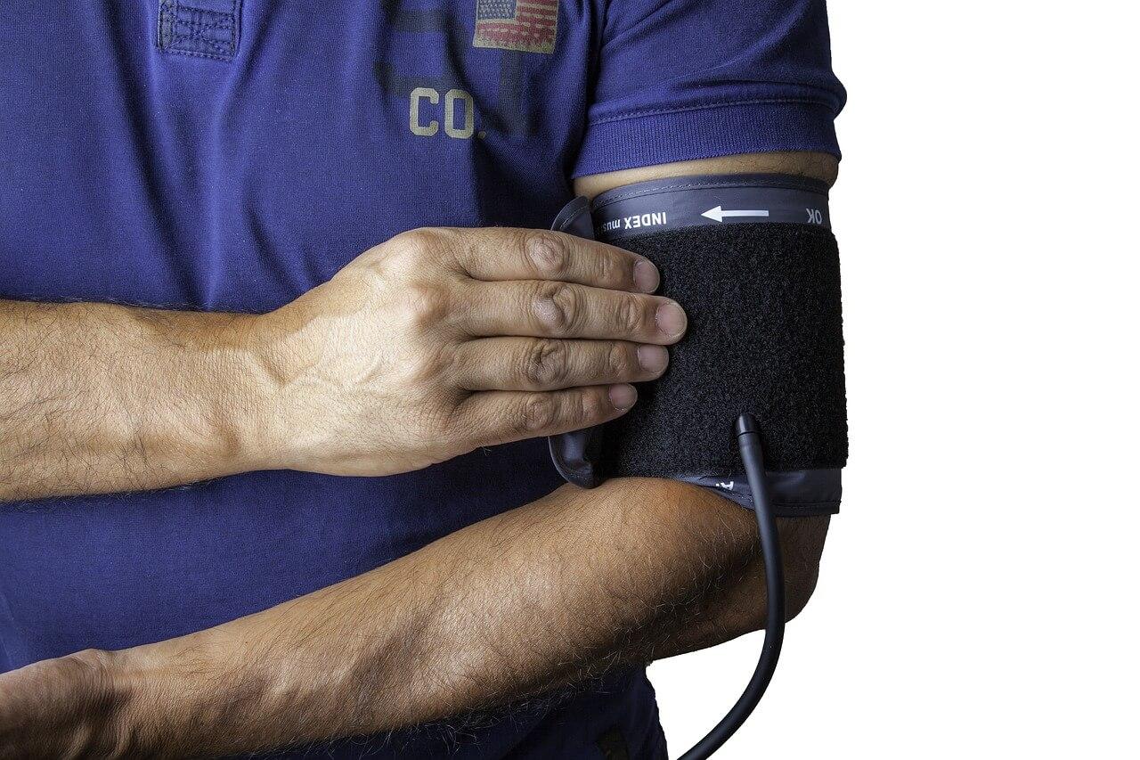 Welche Fehler man beim Blutdruckmessen vermeiden sollte