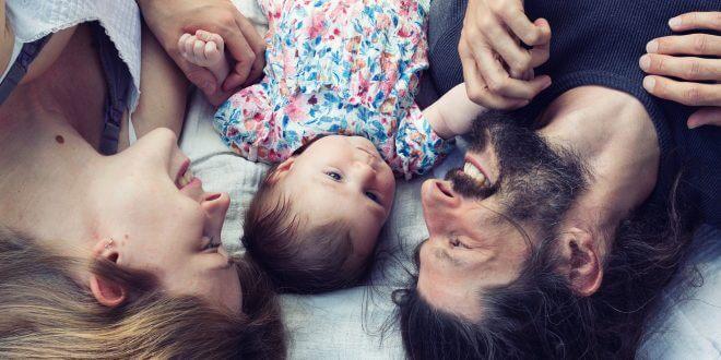 Elternsein ist nicht einfach – aber die Liebe ist echt [Sponsored Video]