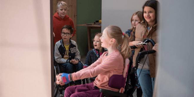 """""""Stück zum Glück"""": Wie ihr mit Zahnbürsten, Rasierern und Waschmittel inklusive Kinderspielplätze unterstützt [Sponsored Video]"""