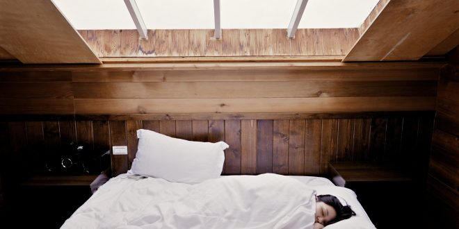Rückenschonend schlafen: So fördern Schlafsysteme und Co. die Gesundheit