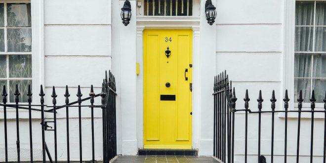 Wo liegen die Vor- und Nachteile von Türsprechanlagen?