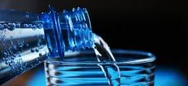 Wie die empfohlenen 2 Liter Wasser am Tag die Gesundheit fördern