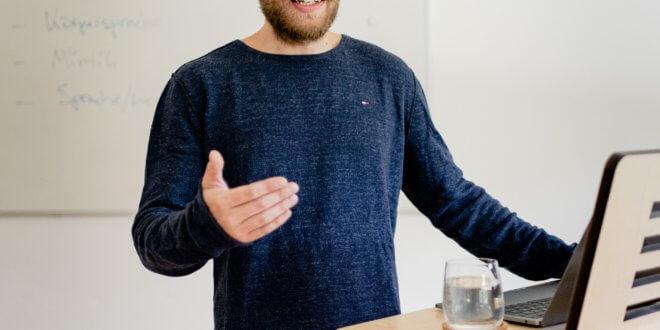 10 gute Gründe, einen höhenverstellbaren Schreibtisch zu verwenden
